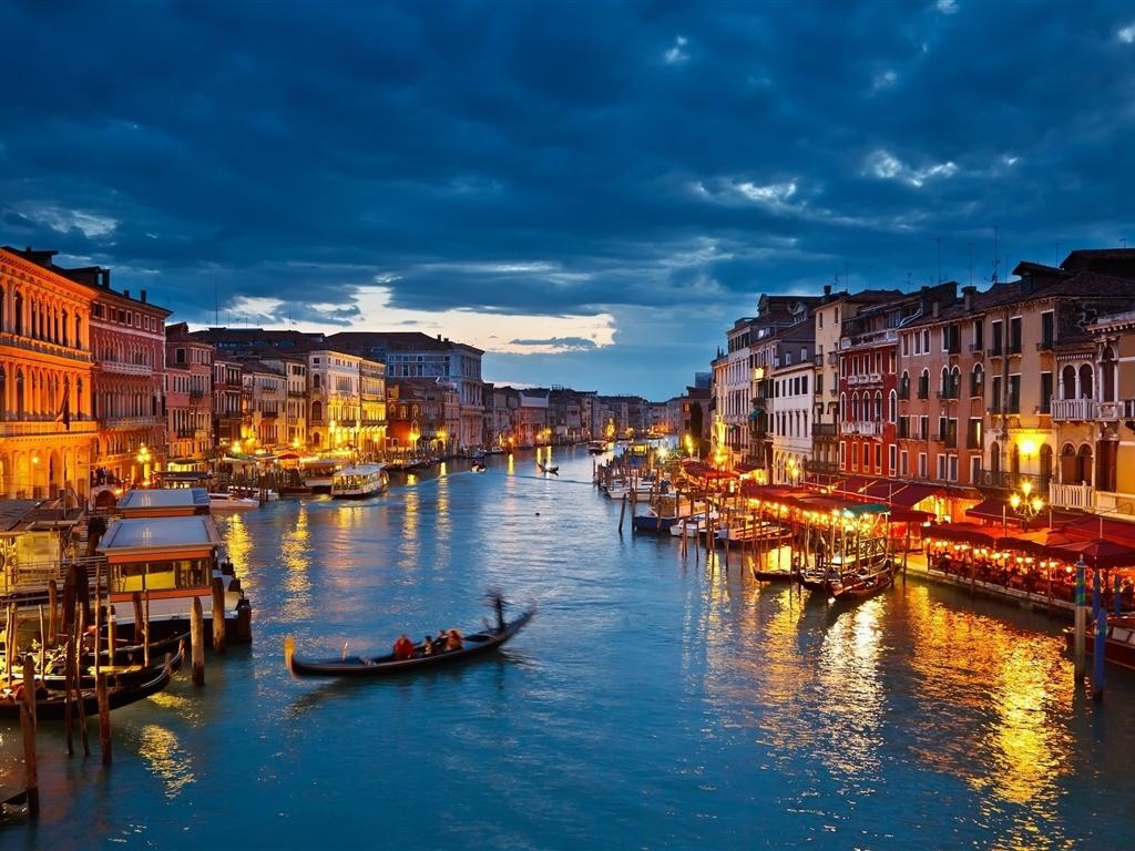 http://best-wallpaper.net/wallpaper/1024x768/1202/The-lights-of-Venice-Canal-at-night_1024x768.jpg