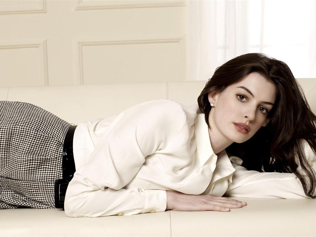Anne-Hathaway-04_1024x...