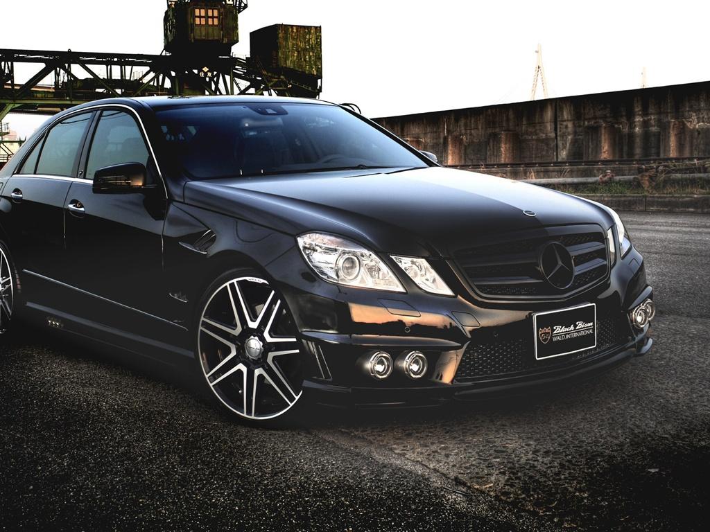 Download wallpaper 1024x768 mercedes benz e class black for Mercedes benz e class black