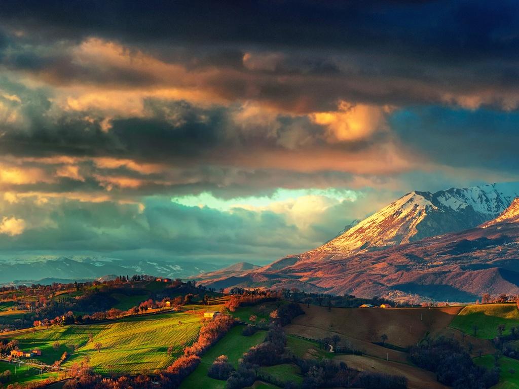 Italie, les Apennins, paysage de printemps, lever de soleil, les nuages, les champs, les montagnes Fonds d'écran - 1024x768