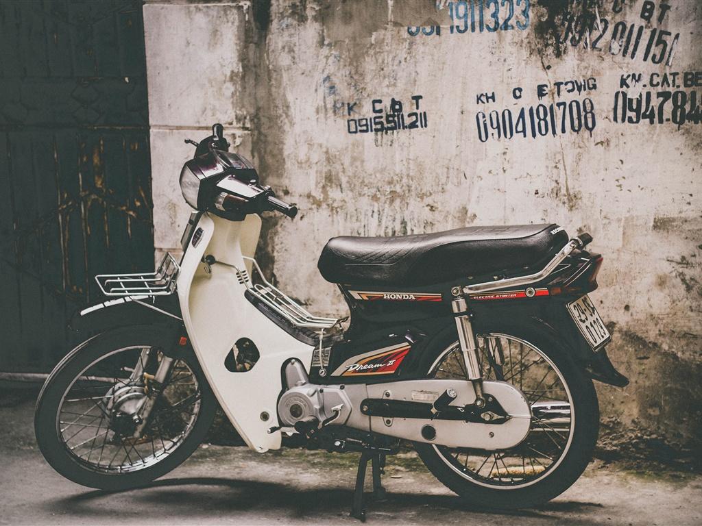 Honda Motorcycle Side View Wallpaper  1024x768
