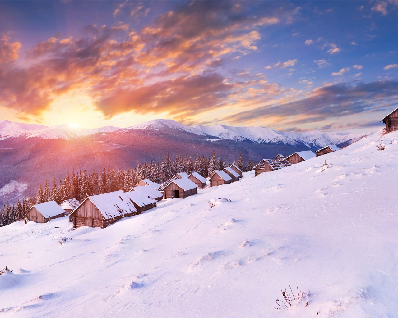 Under the sun, snow-capped mountains house wallpaper - 1280x1024