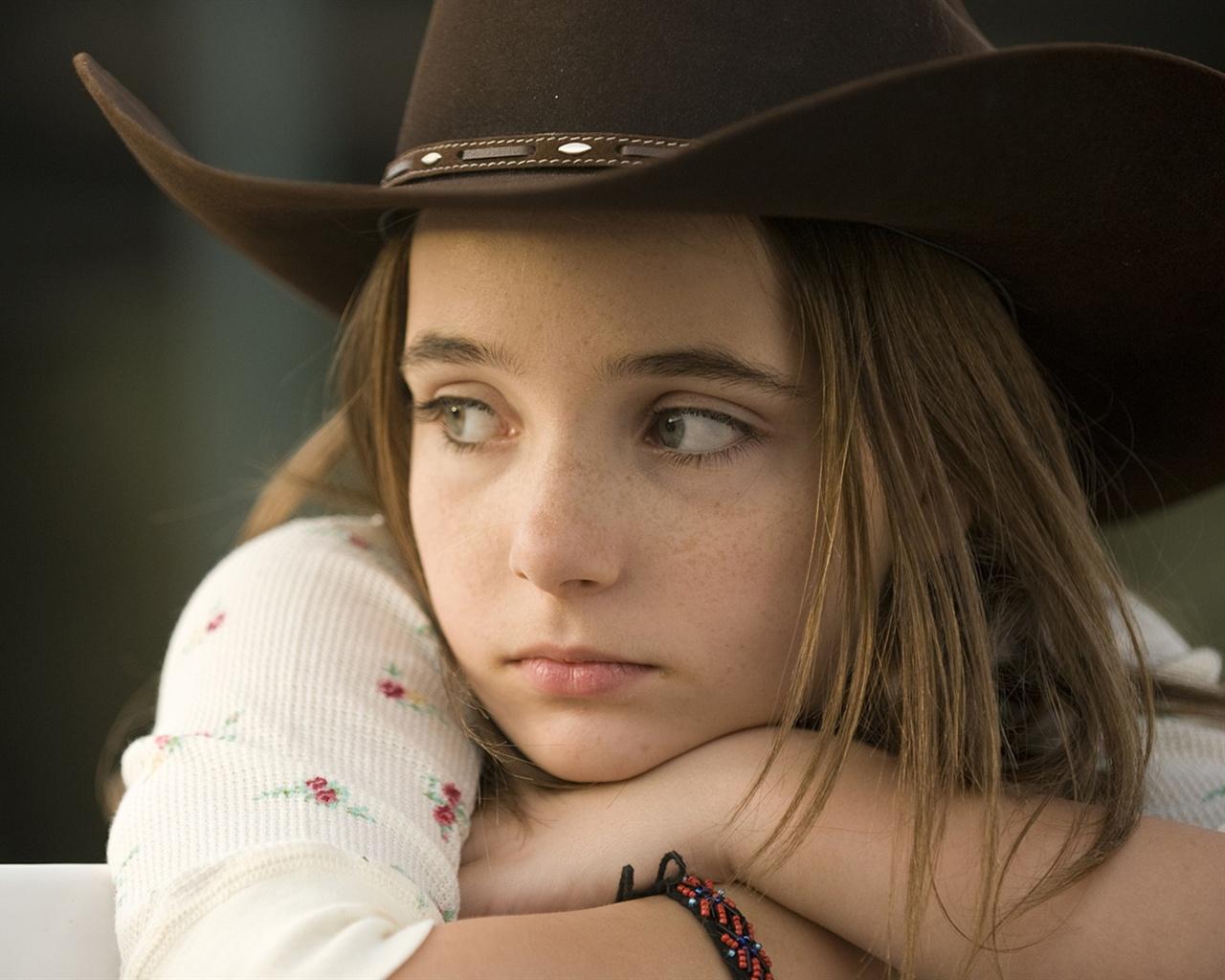Sad little girl Wallpaper - 1280x1024