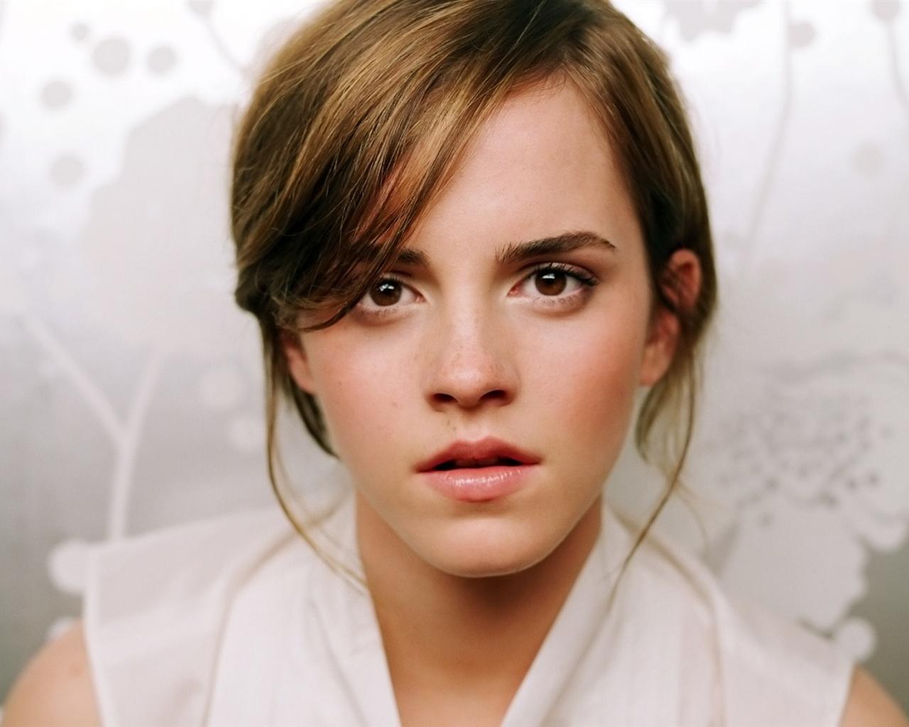 Emma-Watson-19_1280x1024.jpg Emma Watson