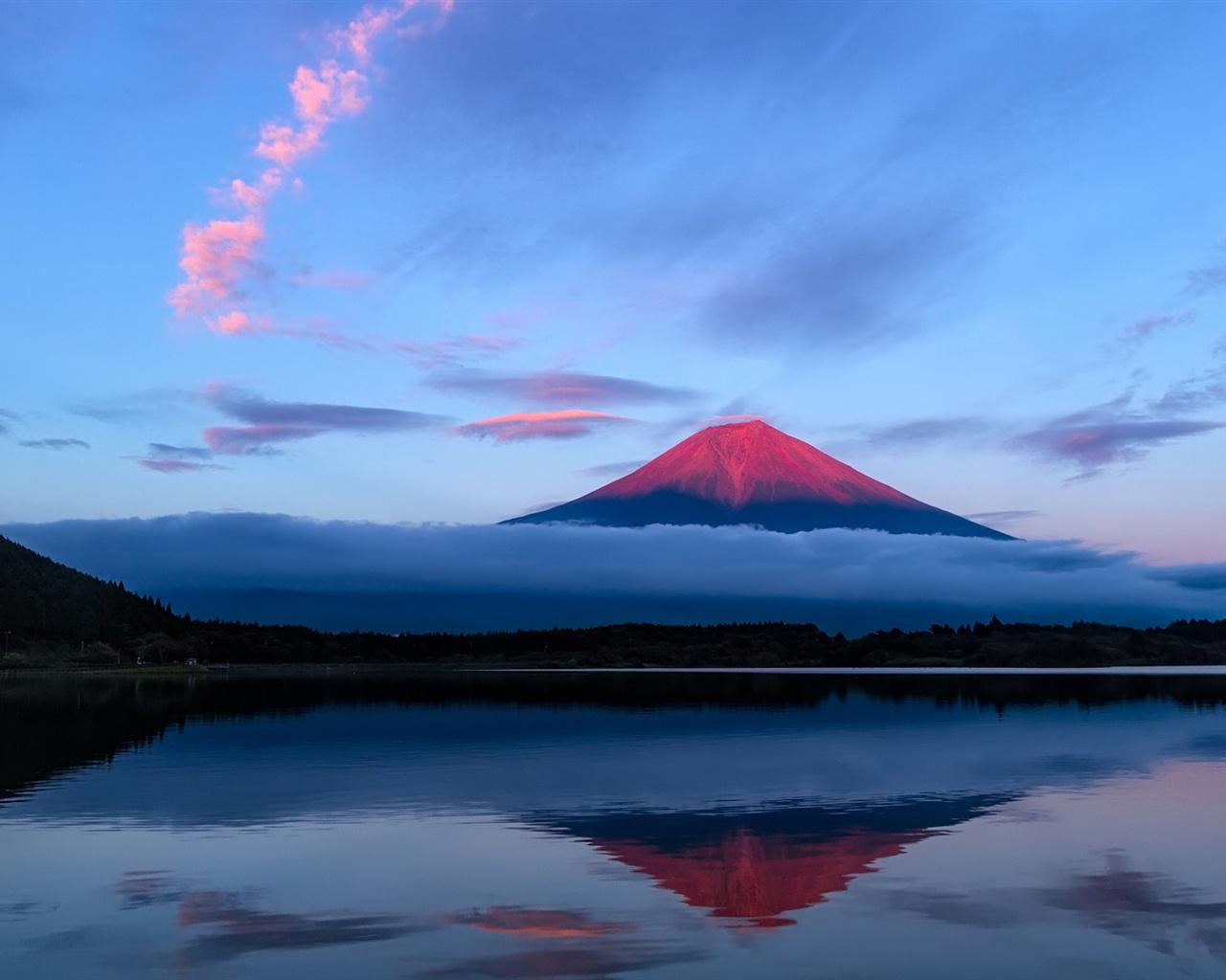 sky blue mountain reflection - photo #1