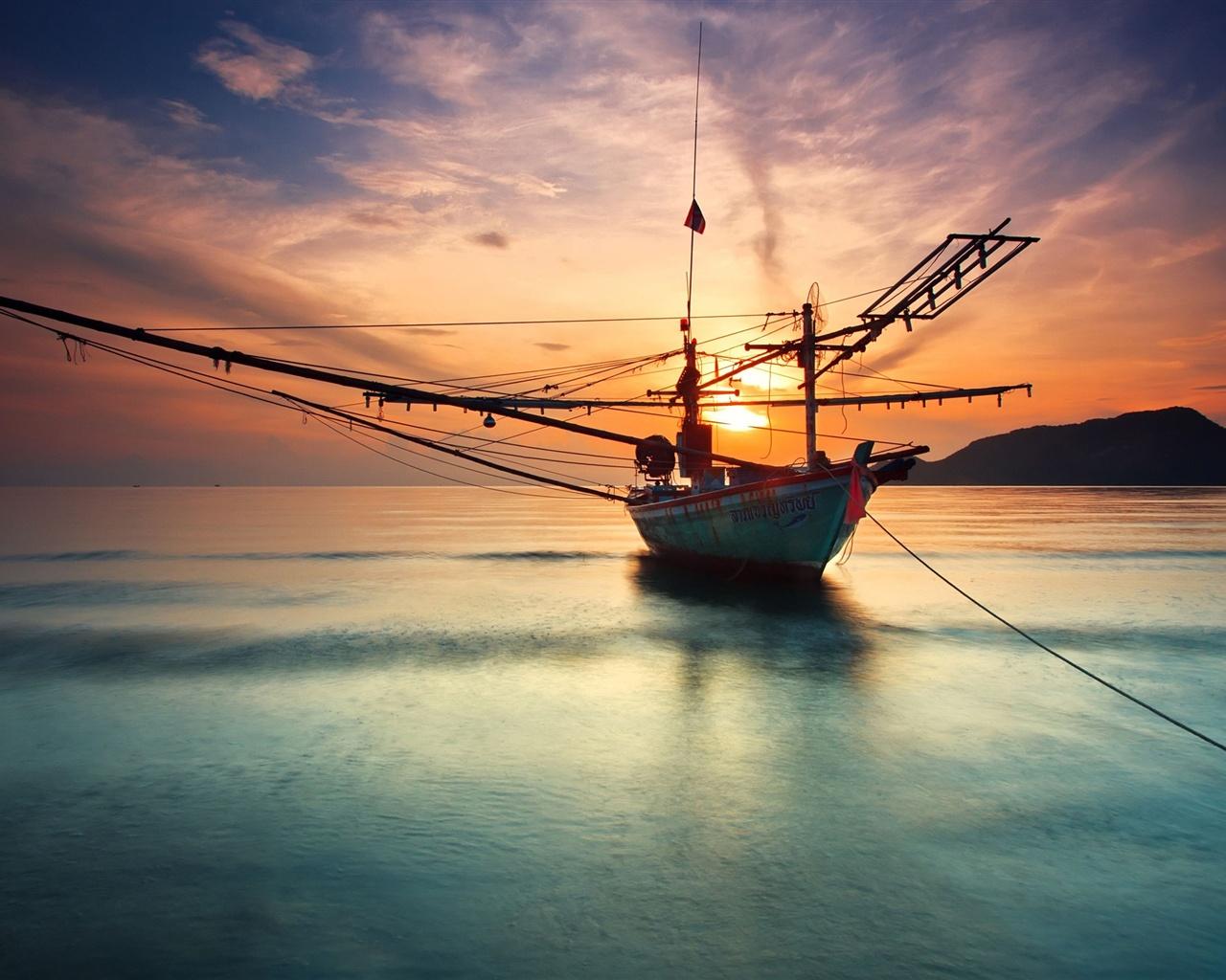 梦见船在水中行驶很快