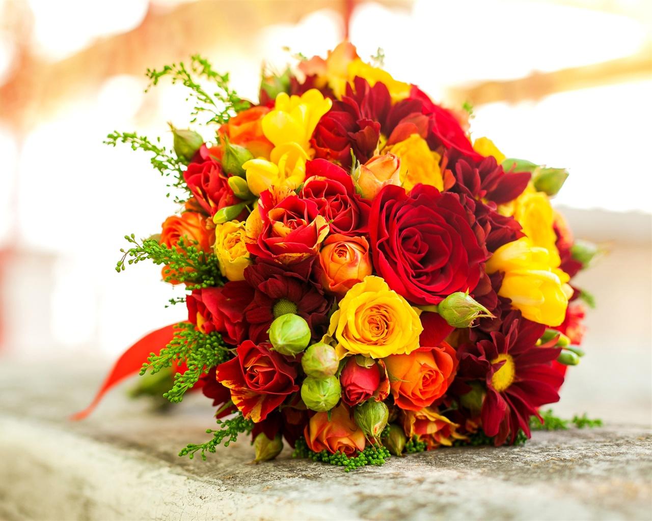 Fonds d 39 cran bouquet de fleurs jaune rose rouge for Bouquet de fleurs orange et jaune
