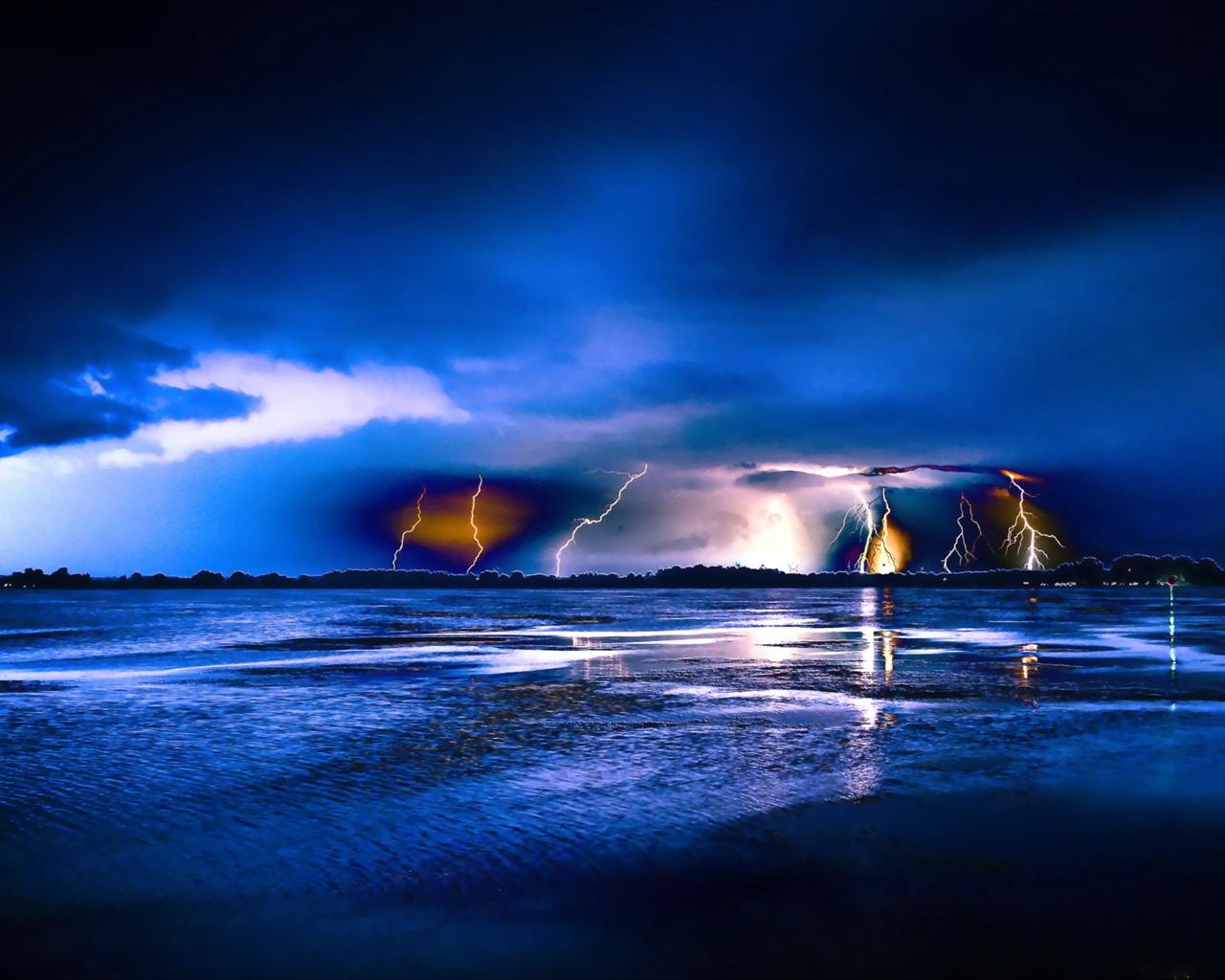 Fonds d 39 cran bleu nuit la foudre la mer 2560x1440 qhd image for Fond ecran qhd