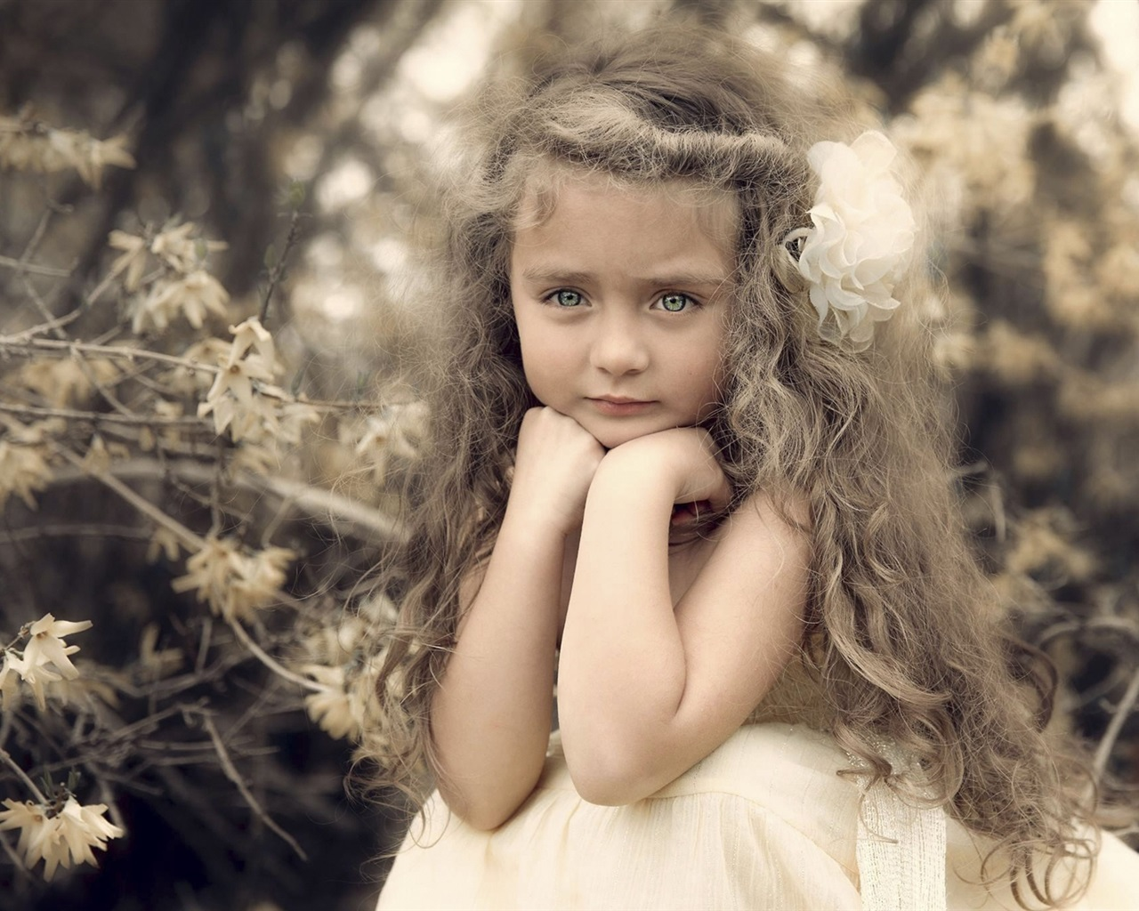 Belle fille mignonne, portrait, boucles, fleur Fonds d'écran | 1280x1024 Fonds d'écran de ...