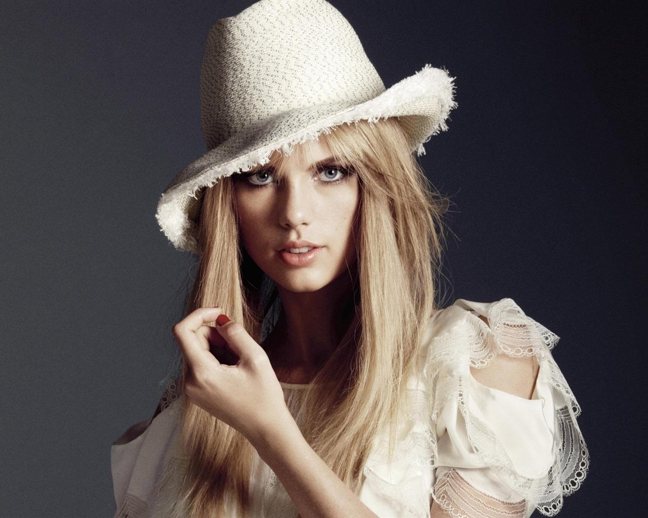Taylor-Swift-46_1280x1024.jpg Taylor Swift