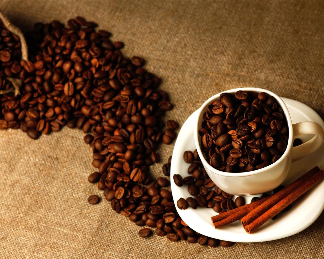 Les grains de caf close up tasse la cannelle sac fonds - Sac de cafe en grain ...