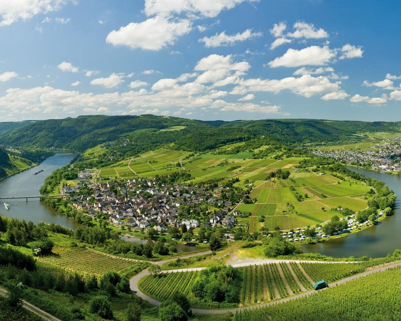 Lorch Village, Hesse, Rhine River, Germany  № 78269  скачать