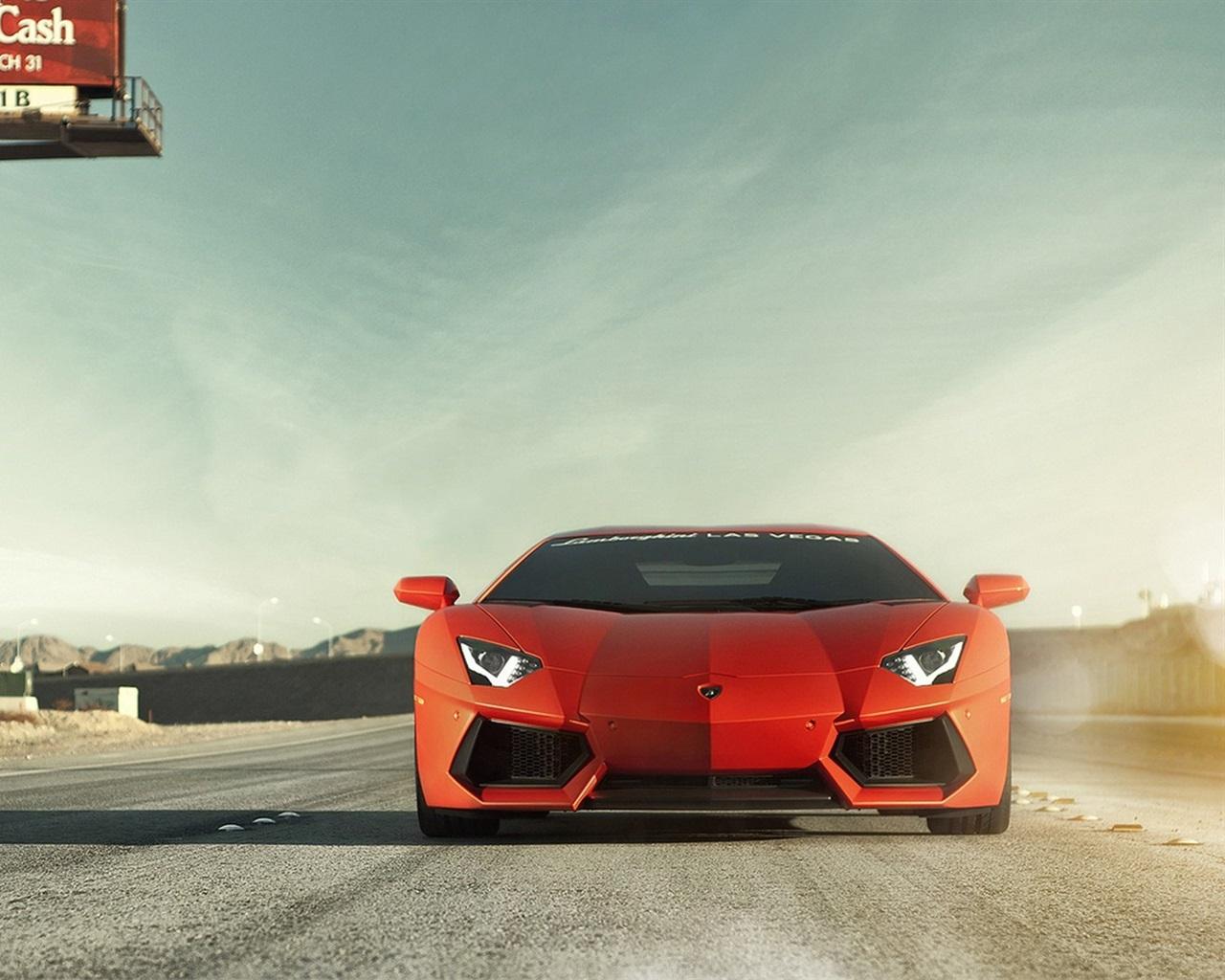 оранжевый автомобиль Lamborghini aventador без смс