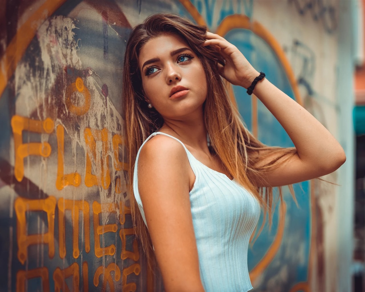 Wallpaper Brown Hair Girl Blue Eyes Graffiti Wall 1920x1200 Hd Picture Image
