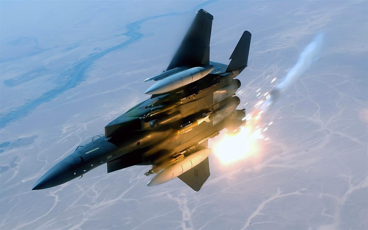航空機のミサイル発射 壁紙 - 1280x800 航空機のミサイル発射 壁紙