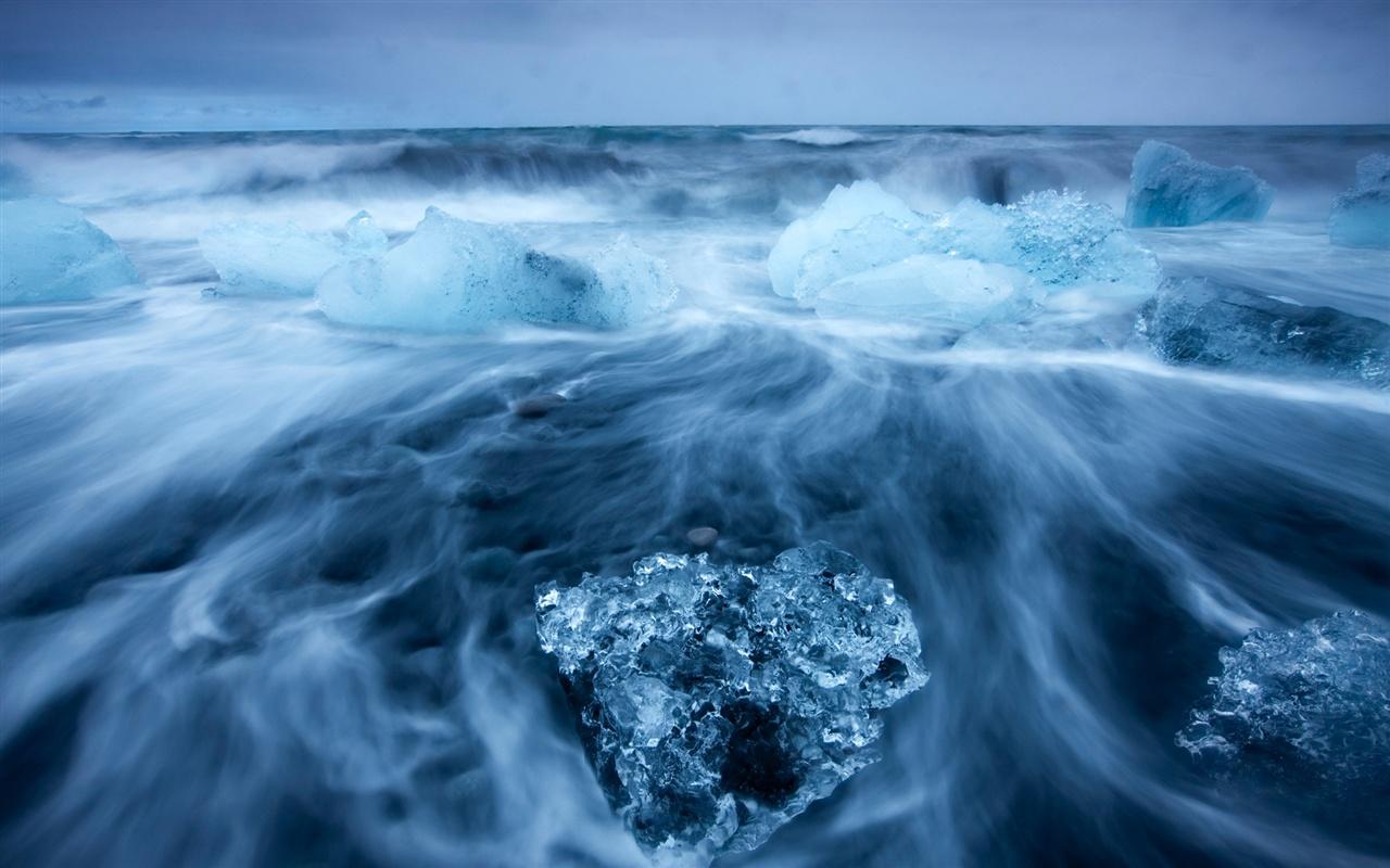 北极美景,蓝色冰的海洋 壁纸