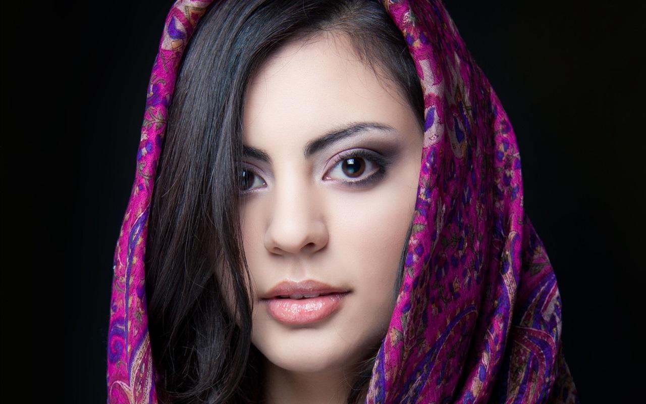 Описание Красивая индийская девушка