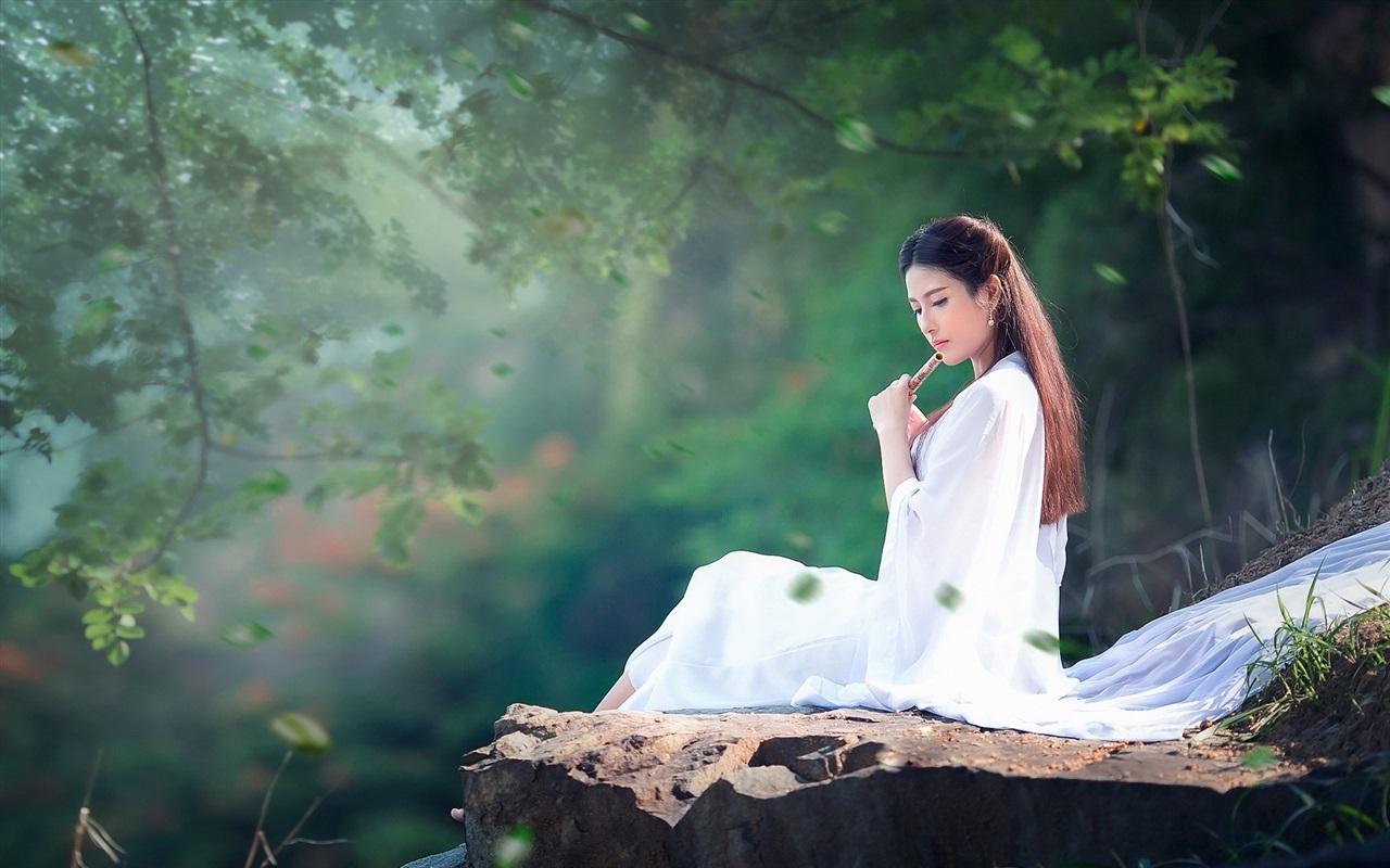 长头发的女孩,白色礼服,音乐,笛子 壁纸图片