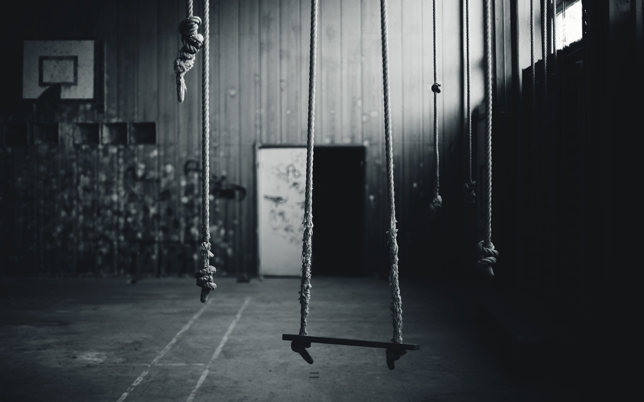 Some ropes room black and white picture wallpaper for Black and white room wallpaper