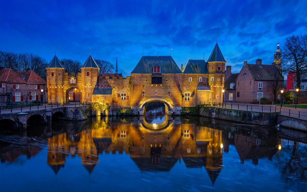 Wallpaper netherlands amersfoort river bridge houses for Wallpaper with houses on it