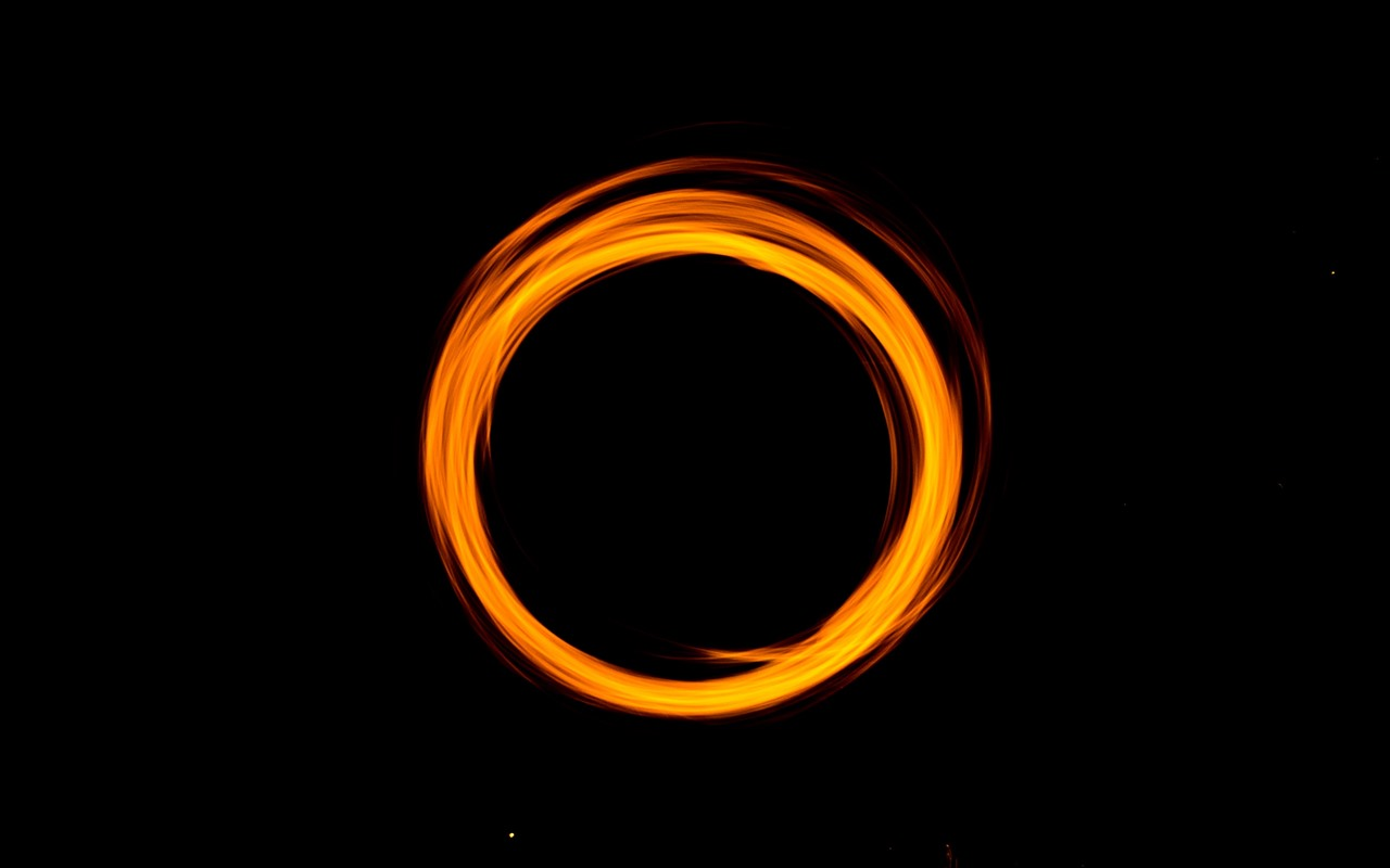 壁紙 オレンジ色のライトサークル 黒色の背景 x1800 Hd 無料のデスクトップの背景 画像