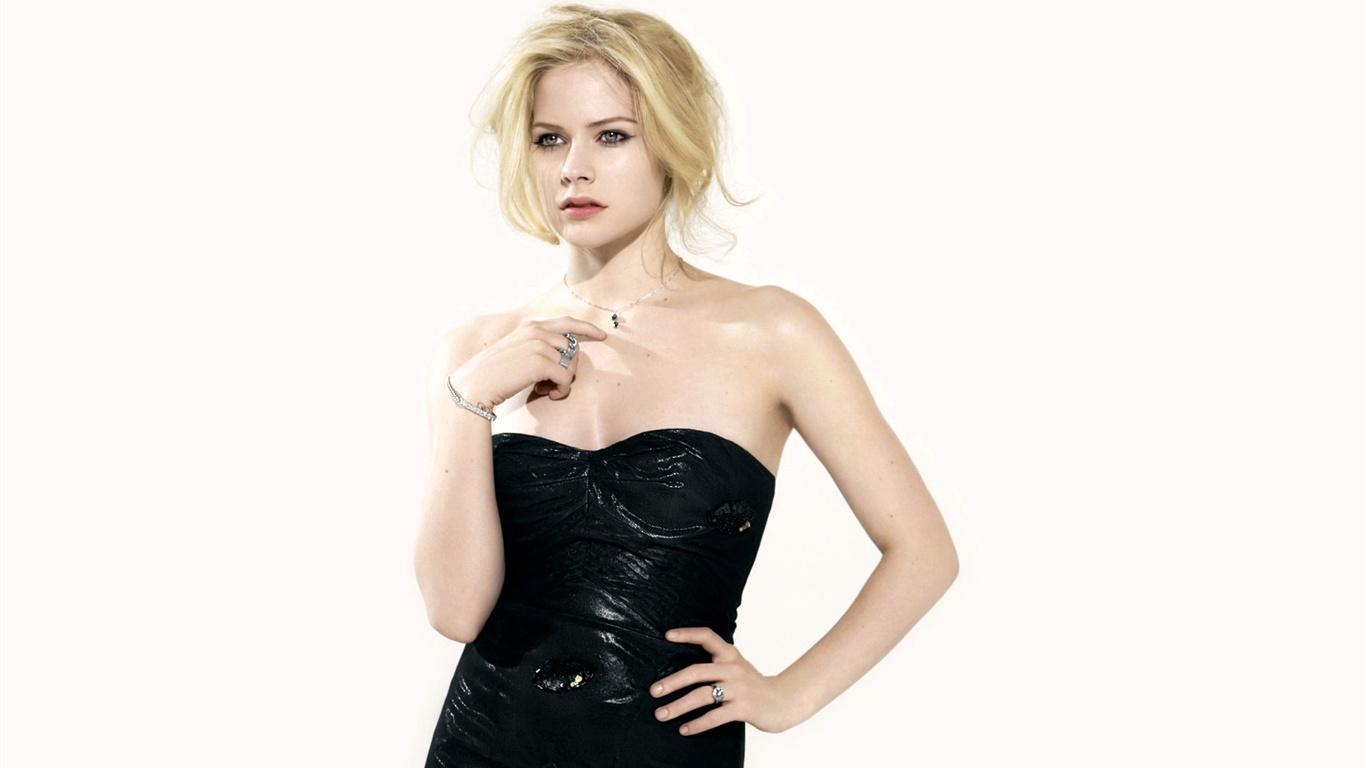 Avril-Lavigne-12_1366x768.jpg