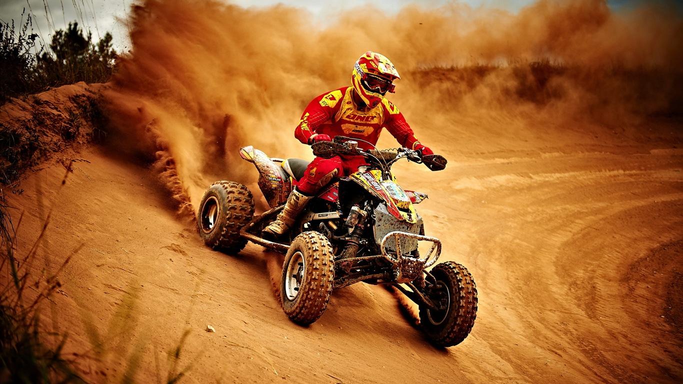 运动,摩托车赛,尘土飞扬 1366x768 壁纸下载 HK.Best Wallpaper.Net图片