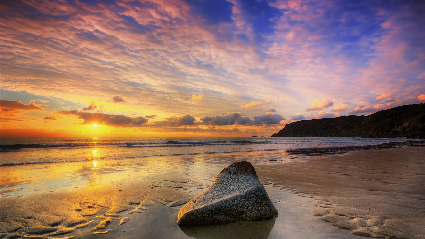 Закат солнце море пасмурное небо