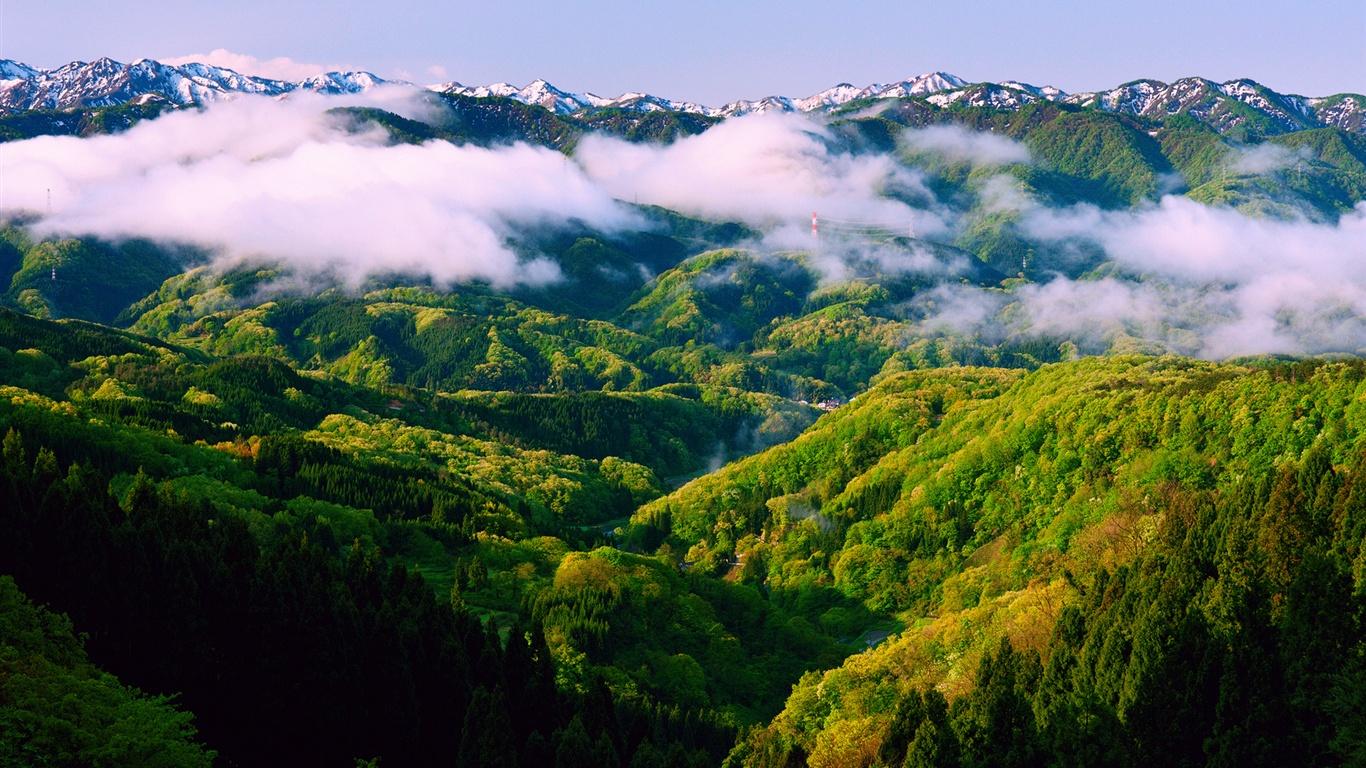 日本本州石川、春の朝、美しい自然の風景、霧、山 壁紙 - 1366x76...   日本本州石川