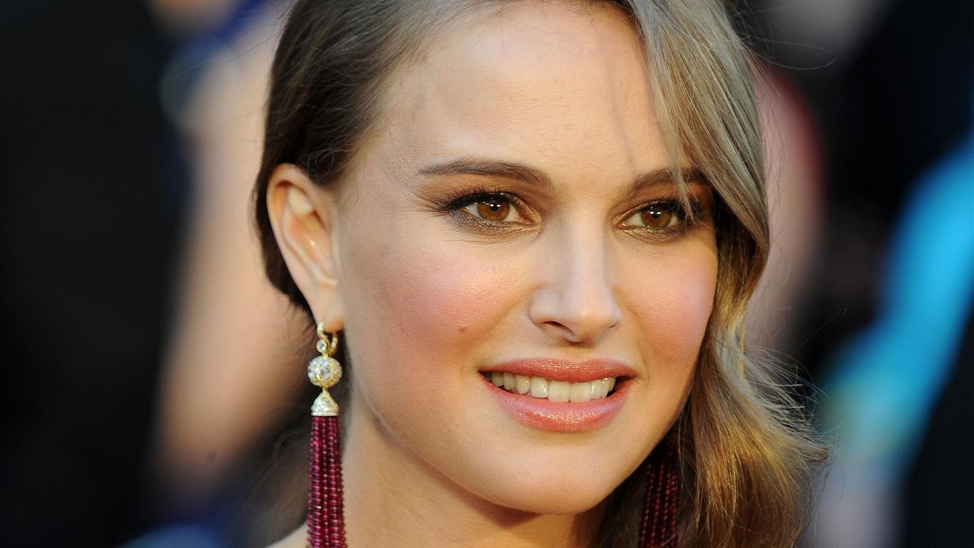 Natalie-Portman-16_1366x768.jpg Natalie Portman
