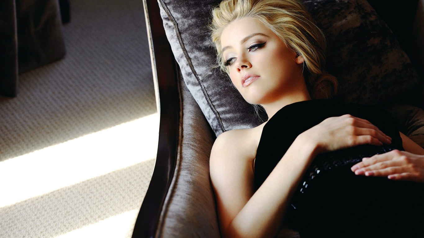 http://fr.best-wallpaper.net/wallpaper/1366x768/1307/Amber-Heard-14_1366x768.jpg