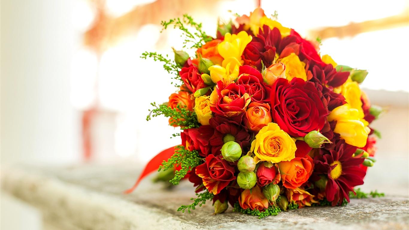 Bouquet de fleurs, jaune rose rouge Fonds décran , 1366x768.