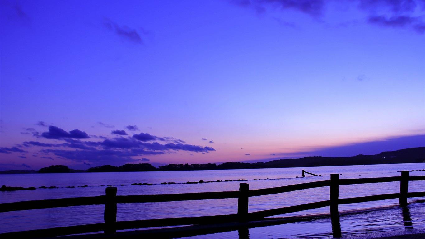 本,海,栅栏,傍晚,夕阳,蓝色,淡紫色的天空 壁纸  