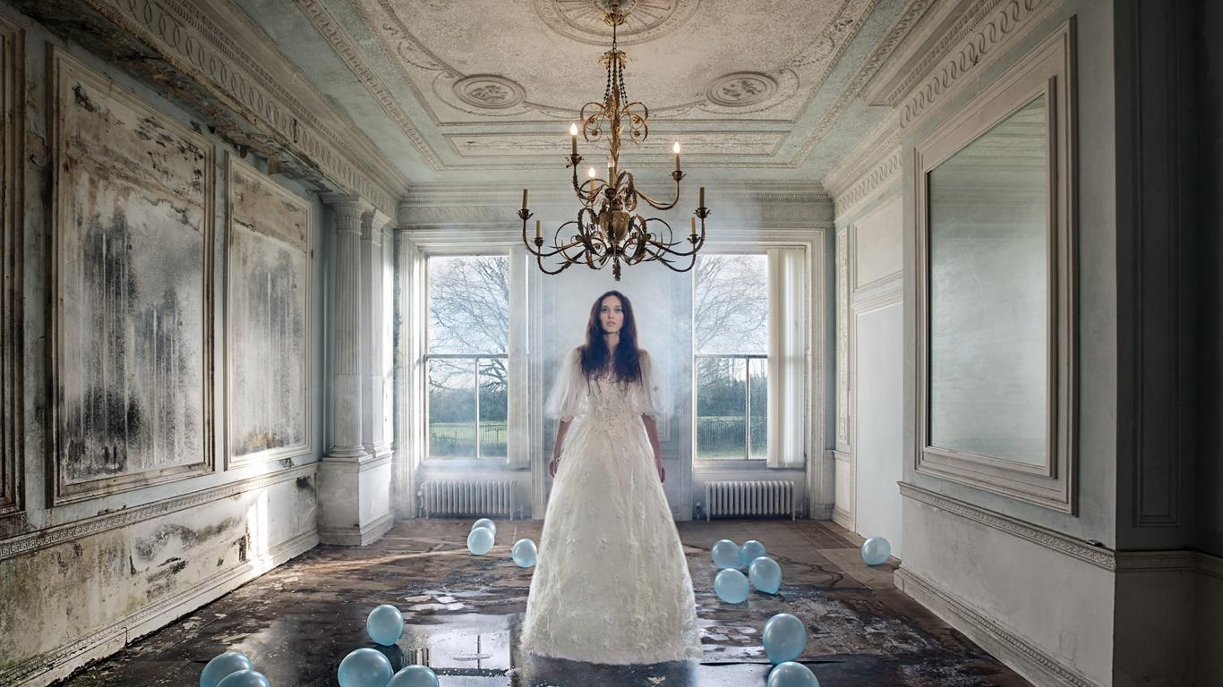 Chica en la habitaci n velas piso mojado fondos de for Cuarto piso pelicula