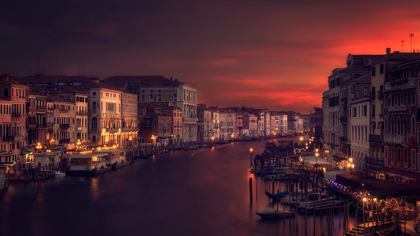 Wallpaper venice italy river houses night 1920x1440 hd for Wallpaper with houses on it