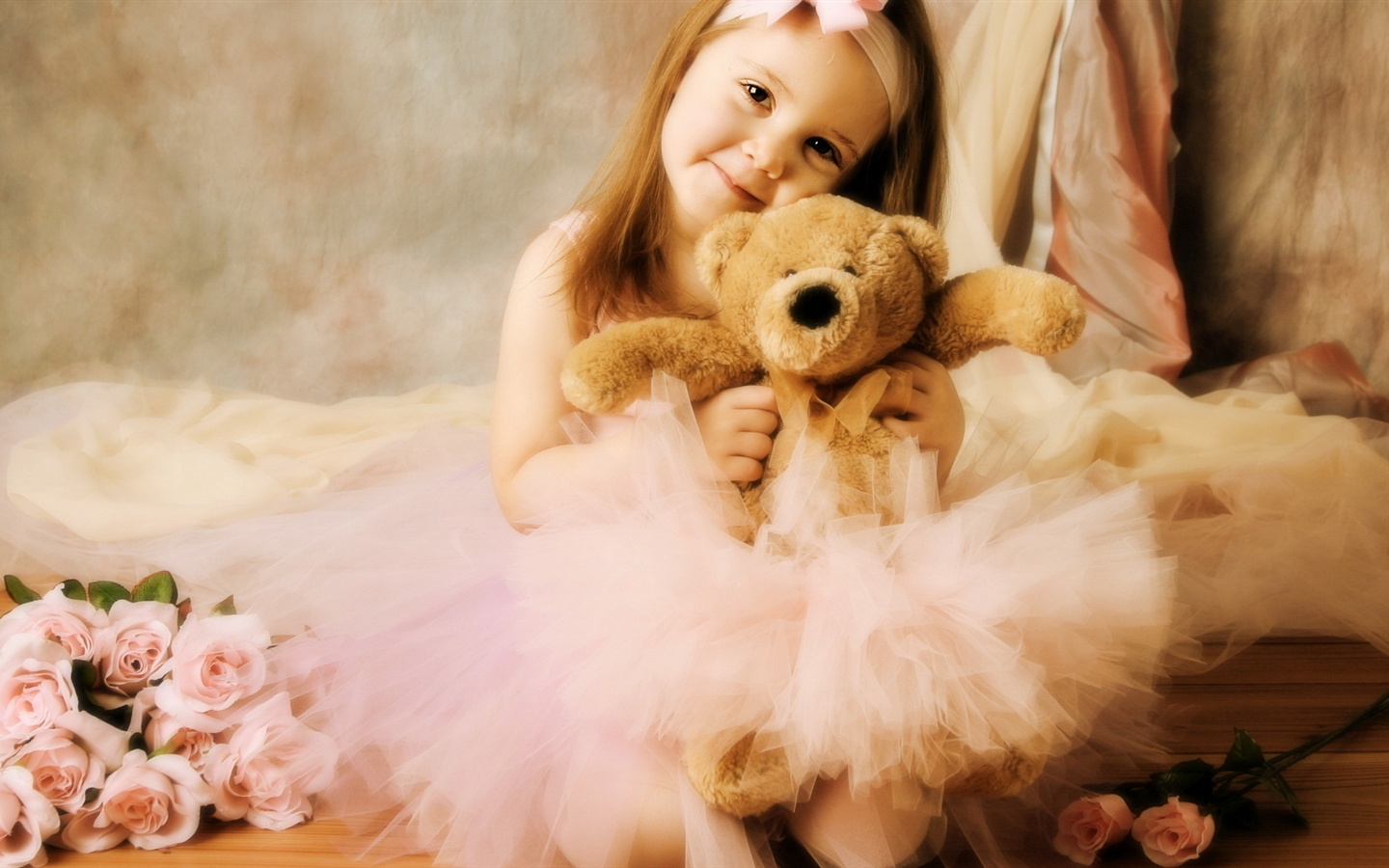 Cute girl with toy bear wallpaper - 1440x900