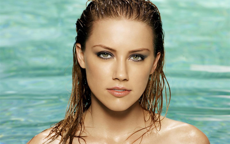 Amber-Heard-09_1440x900.jpg Amber Heard