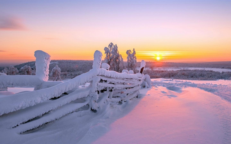 Beautiful Snowflake In The Sunlight: Fonds D'écran Paysage D'hiver, Clôture En Bois, Blanc De