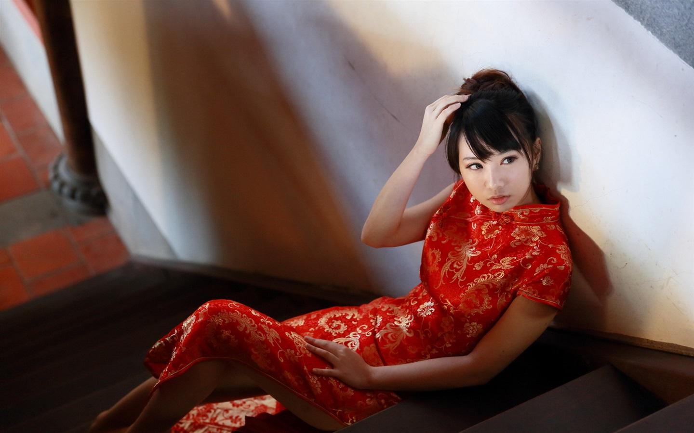 美丽的红色旗袍�...
