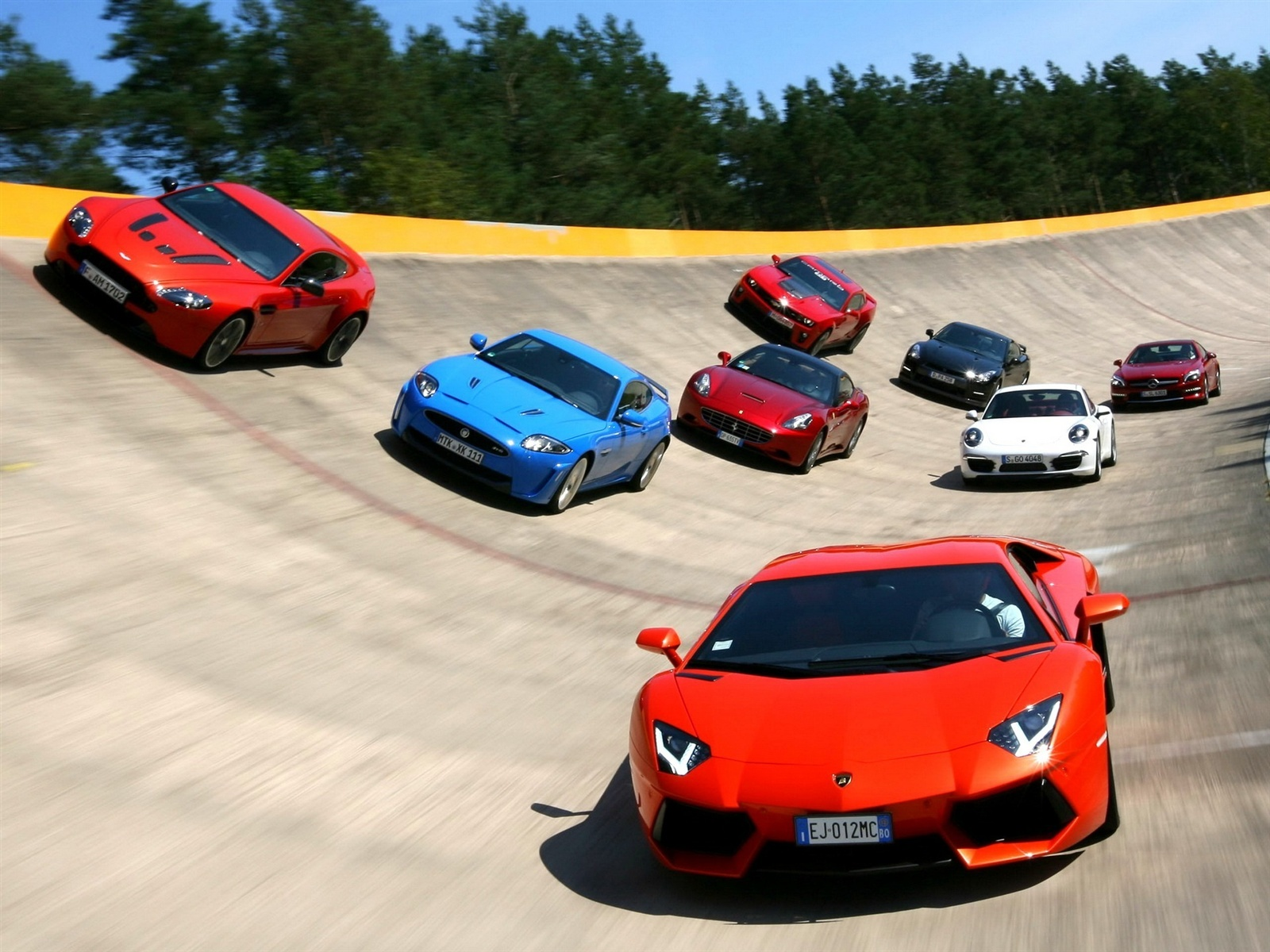 Download wallpaper 1600x1200 famous sports car race track - Car racing wallpaper free download ...