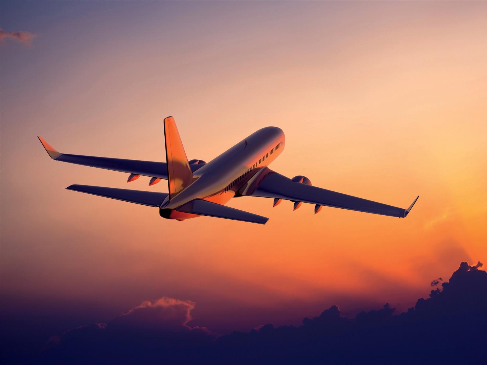 飛行機は日没、旅客機の写真撮影で飛行 壁紙 - 1600x1200   飛行機は日没、旅客機の写