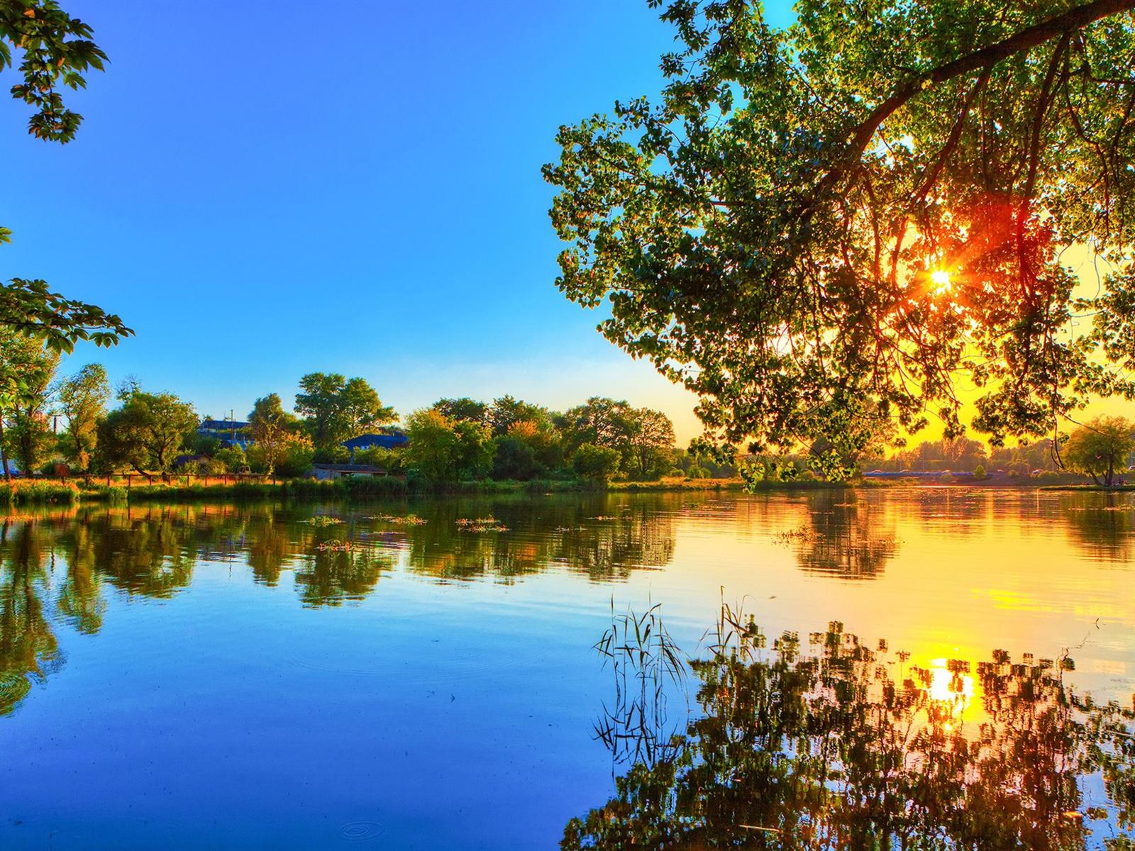 fonds d 39 cran t l charger 1600x1200 printemps coucher du soleil r flexion lac d 39 eau arbres. Black Bedroom Furniture Sets. Home Design Ideas