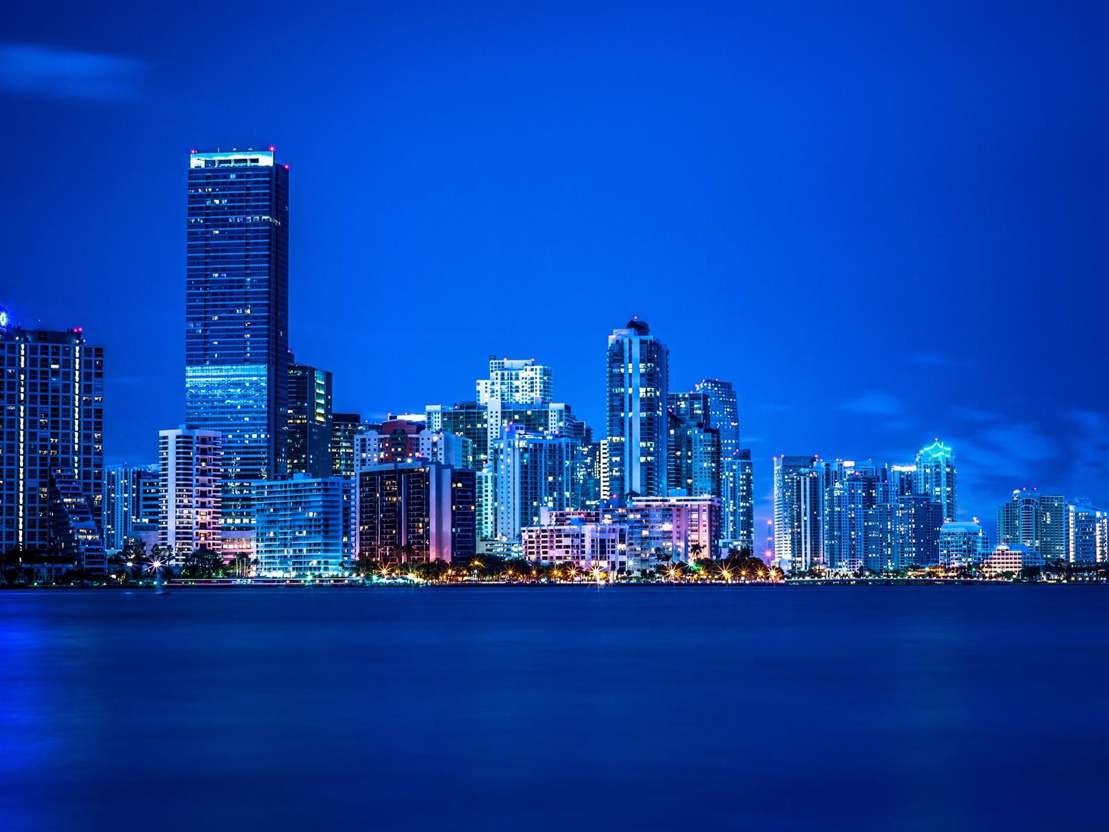 迈阿密,佛罗里达州,夜晚,灯光,城市,建筑,蓝色 壁纸 - 1600x1200图片