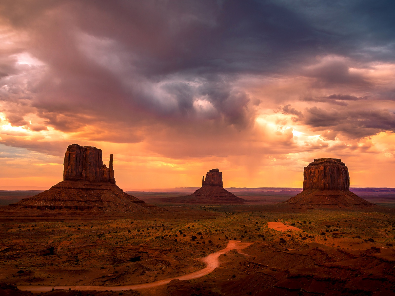 Monument Valley, USA, Berge, Himmel, rote Wolken ...