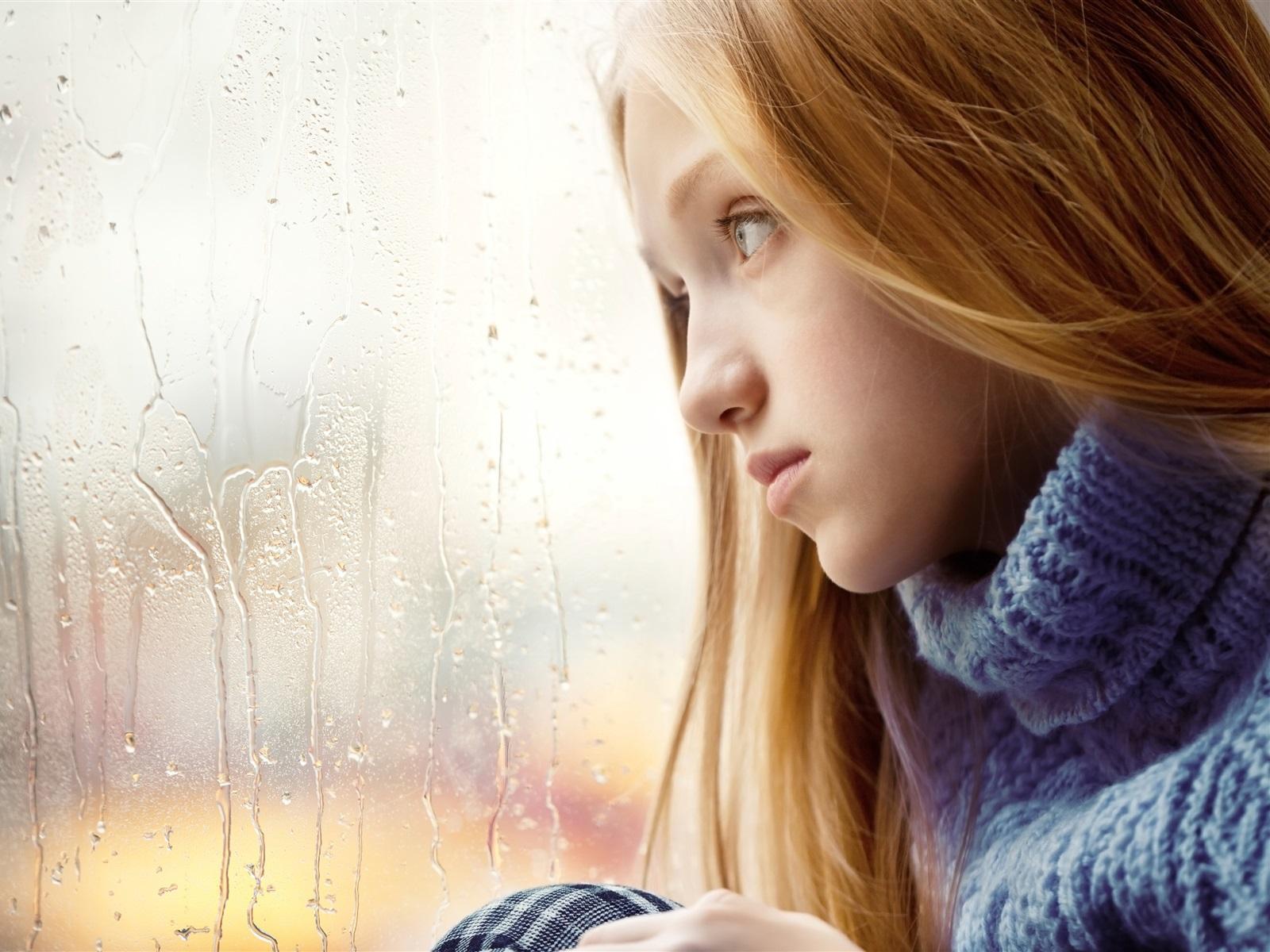 悲伤的女孩,金发,窗口,下雨天 壁纸 - 1600x1200