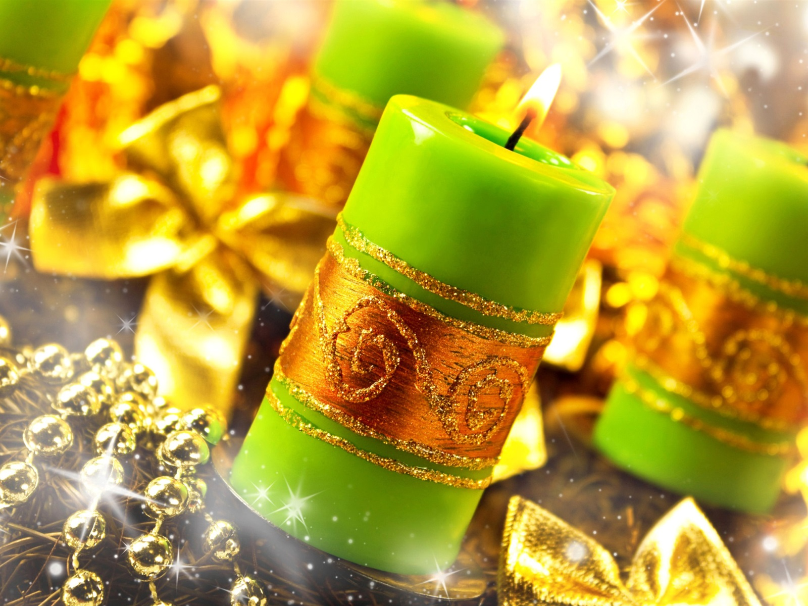 Simple Wallpaper Fire Gold - Green-candles-flame-fire-gold-style-Christmas-decoration_1600x1200  Trends_182221 .jpg