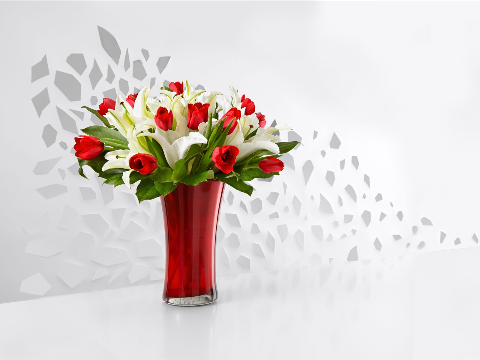 Download Wallpaper 1600x1200 Red Tulips And White Lily