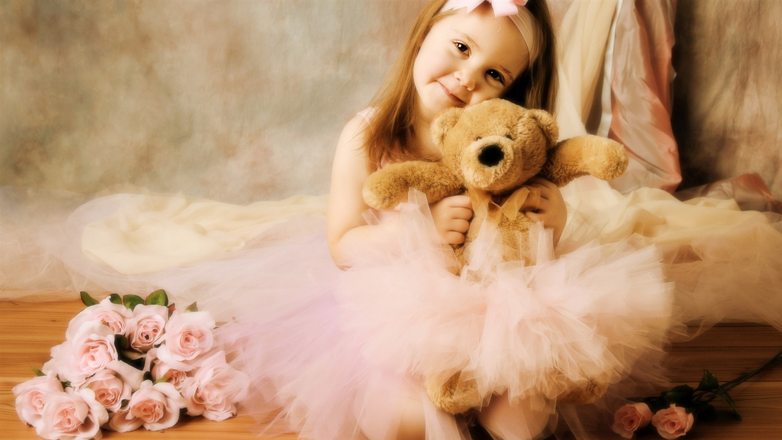 Cute girl with toy bear wallpaper - 1600x900