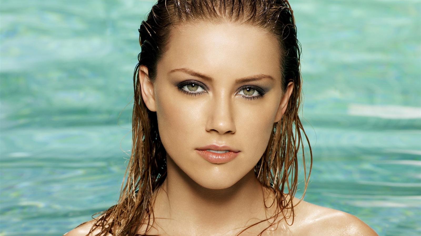 Amber-Heard-09_1600x900.jpg Amber Heard