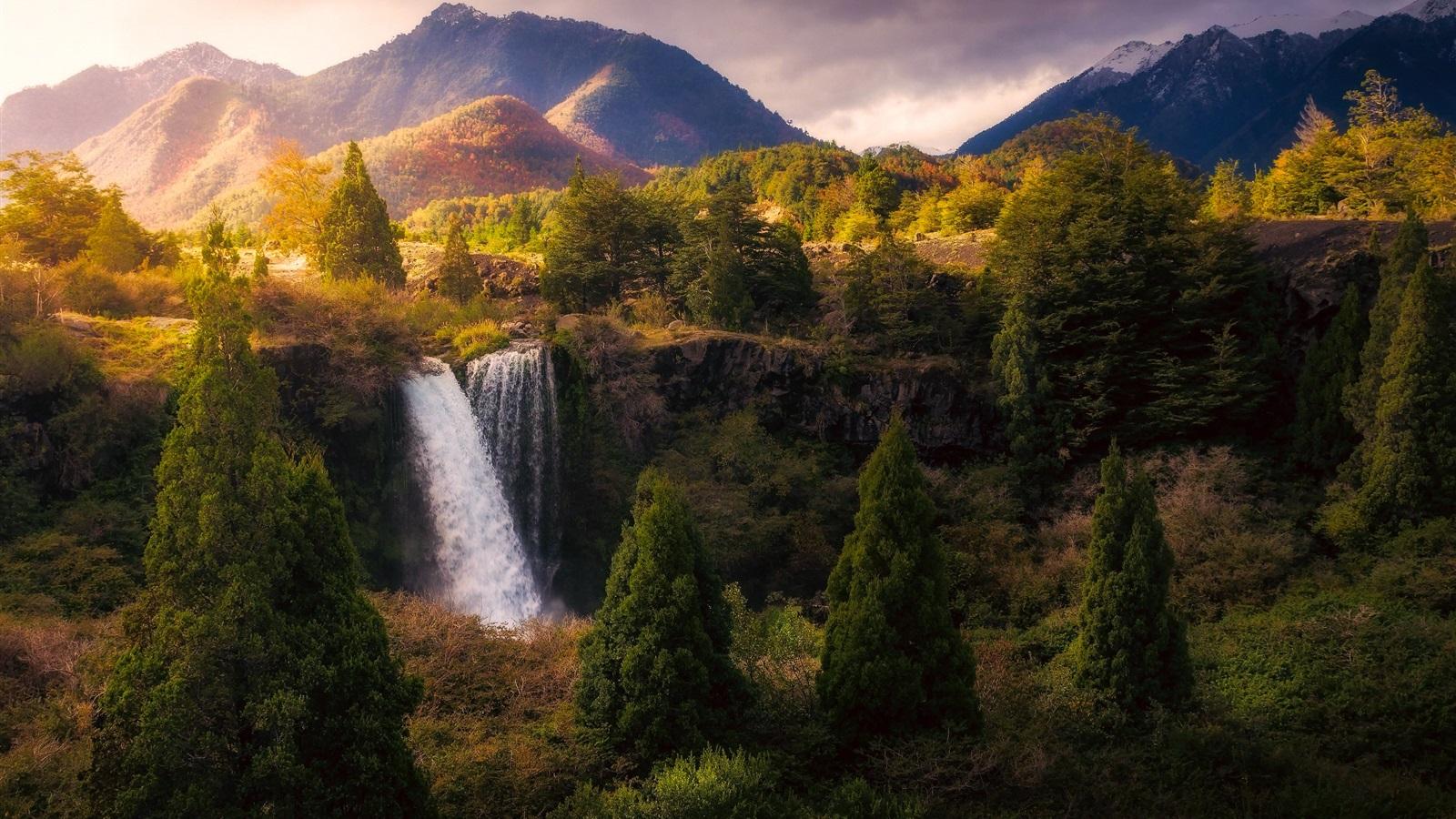 Paisaje de naturaleza hermosa cascada rboles monta as for Naturaleza hermosa
